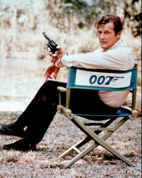 Undandy Hero - Roger Moore