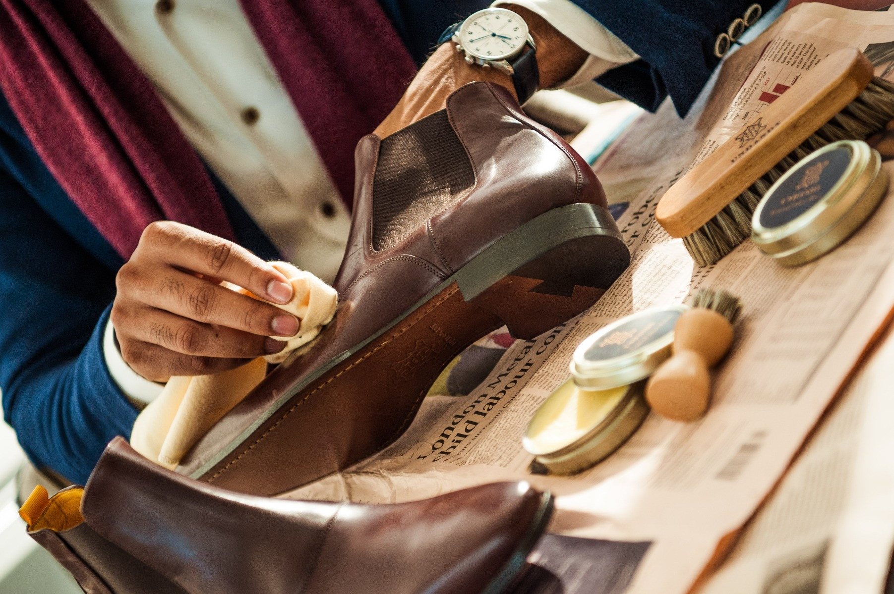 Leather boots; Shoe care kit; Wax and polish